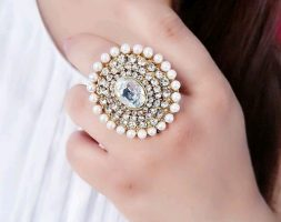 Feminine Twinkling Women's American Diamond Finger Rings
